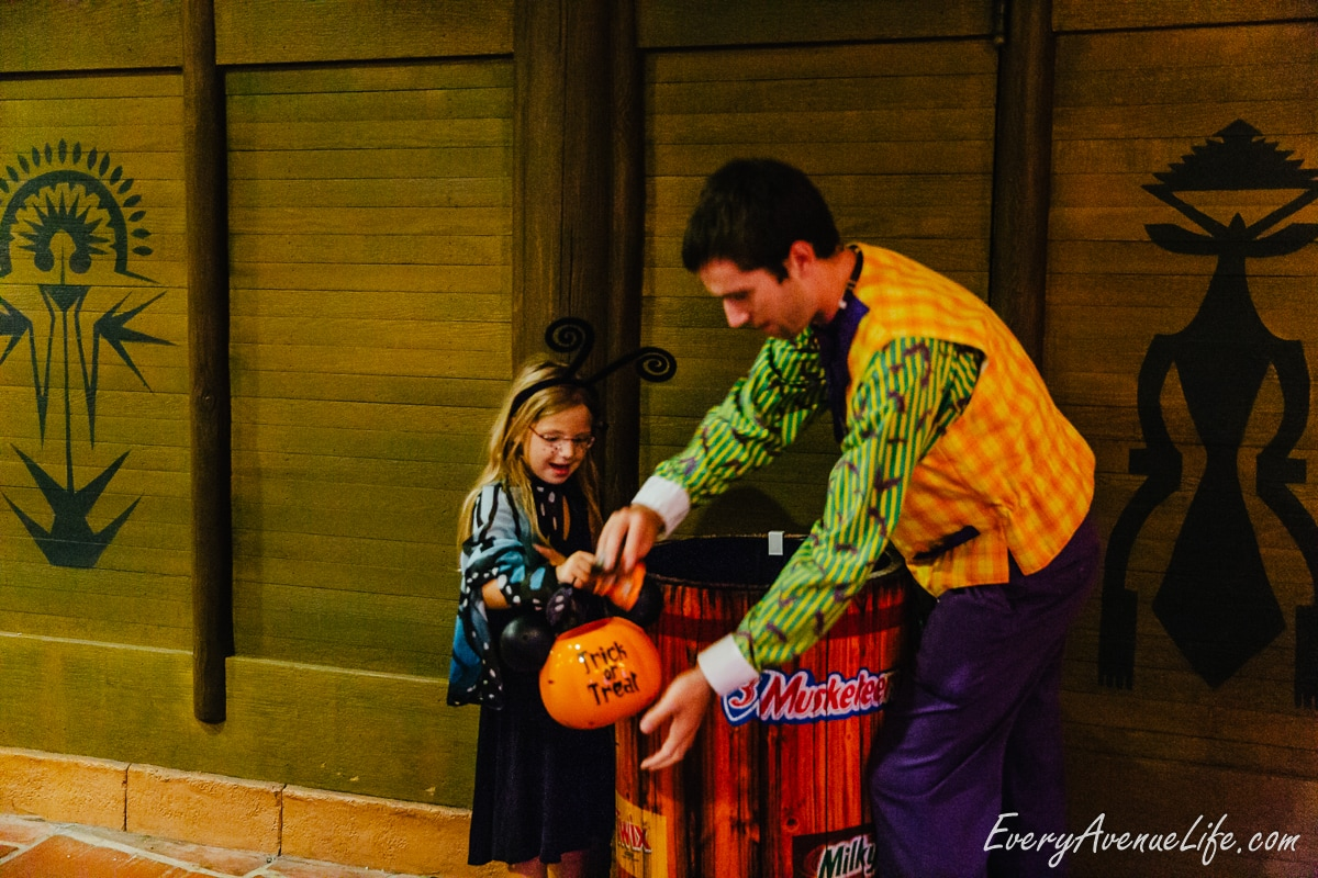 Mom-Blog-Mickey's Halloween Party-9401